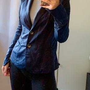 """Rigtig flot blå blazer fra mærket """"culture"""". Meget behagelig og elastisk."""
