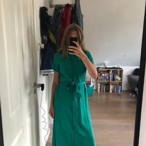 Grøn hayden kjole fra résumé, kun brugt 2 gange. Np var 1200kr
