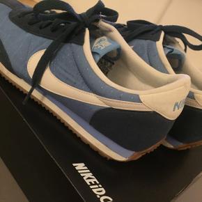 Helt nye Nike sneakers - kun brugt 2 gange. Str. er 40,5, men jeg synes de er lidt små i det, hvilket er grunden til at jeg sælger.