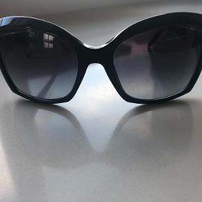 Solbriller dame, Bvlgari  Brugt meget få gange - næsten nye købt i NY for kr 4500
