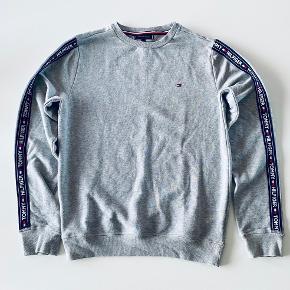 Dejlig blød sweatshirt i let kvalitet. Kun vasket.