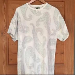 Meget oversize T-shirt fra Acne Studios.   Bytter ikke 😊