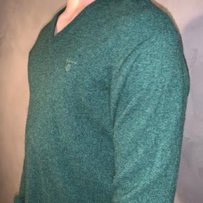 #30dayssellout Sælger denne gabt trøje, den originale størrelse er xl men da den er skrumpet i vask passer den kun en medium   Modellens højde er 183 og bruger medium