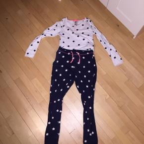Stjerne-nattøj sæt  fra H&m.  Har været brugt men nu er det blevet for småt😊