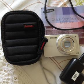 Digitalt kamera med opbevaringstaske og strømkabel.  Sælges da jeg ikke får det brugt, da jeg bruger telefonen.   Nypris 3300kr.   Byd!