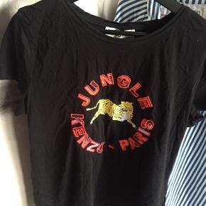 Kenzo x H&M t-Shirt. Limited edition så fås ikke i butikkerne mere. Brugt men fin stand. Str L