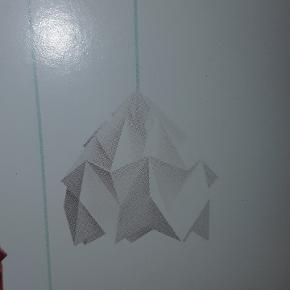 Studio Snowpuppe papir lampe.  Nypris er 700 kr.