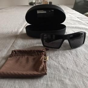 Unisex solbrille fra Oakley, sports brille, med etui og pose.