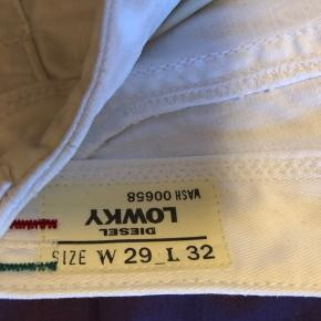 Hvide Diesel jeans, prøvet én gang.  Str: W29 L32, model Lowky Sælges da jeg desværre ikke kan passe dem.