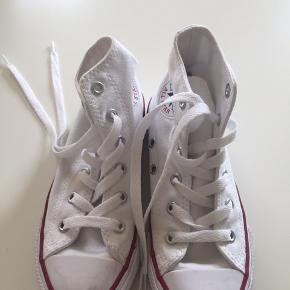 Hvide Converse brugt 4 til pænt brug