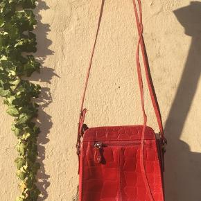 Rigtig fin taske med skind mønster.