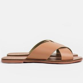 Farve 421 rose læder sandal fra Redesigned