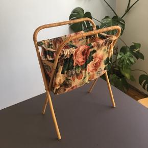 Fin bambusholder. Perfekt til aviser eller strikketøj. H56*B40