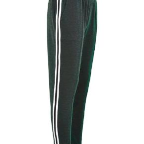 Sælger disse bukser da de desværre er for store. Er interesseret i evt at bytte til et par i xs.