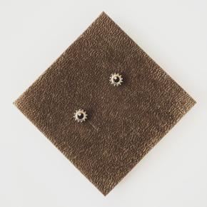 Øreringe  Materiale: antiallergisk stål og derfor uden nikkel  Pris: 30kr + 10kr (PostNord) eller 33kr (DAO) - du bestemmer  Betaling via MobilePay   Tjek mine andre annoncer 🙂