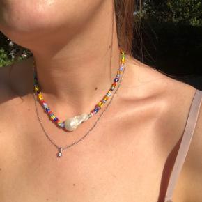 Halskæden fra Anni Lu er brugt nogle gange, men fejler ikke noget, hvilket fremstår af billederne.☺️ Send gerne et bud 😀