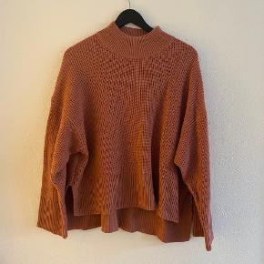 Fin fersken/lakse farvet sweater, dejlig blød