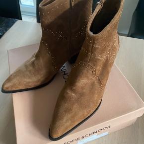 Sofie schnoor støvler som  nye kun brugt 1 gang  Nypris 1400,-