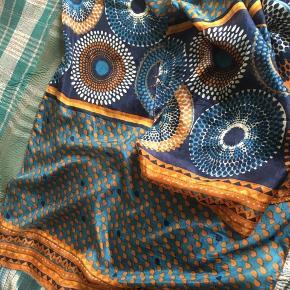 100 % silke  Ca 200 cm. x 50 cm.