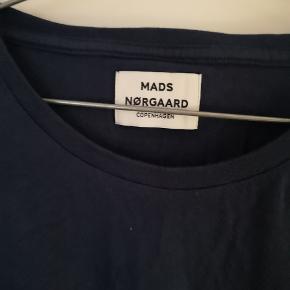 Brugt få gange. I helt fin stand. Bluse fra Mads Nørgaard. 😊😊
