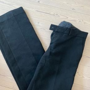 Sælger disse flotte blazer bukser fra Tiger of sweden. Str 38. Sælges for 300kr.