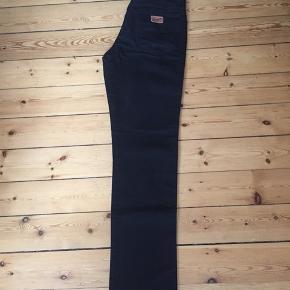 Sorte Wrangler jeans i str W32/L34 Model: TEXAS. Fremstår i rigtig fin stand.  Sender med DAO eller afhentes Kbh Sv.