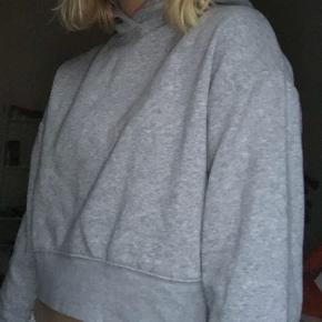 Fin cropped Hoodie fra Zara!💜BYD gerne!!