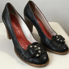 Cacharel heels