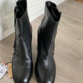Ægte læder støvler fra zara aldrig brugt