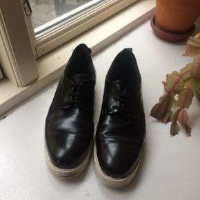 Wood Wood sorte sko. I fin stand