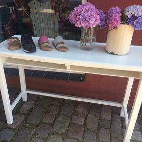 Lækkert antik / retro skole bord