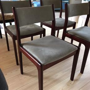 Hej,  Jeg sælger mine 4 fine, Findahls stole.  Model: NYBØL  Træsort: Bøg Lak: BG Mahl Betræk: Grønlig velour  Prisen er for alle 4 stole.  Nypris var +9000kr.  De står flotte og velholdt.  Komfort er virkelig god!   Du kan også finde dem på Findahls egen hjemmeside.   Kan leveres mod betaling, i radius af 50km fra Kolding.   Der kan sendes detaljeret billeder af alle stole.
