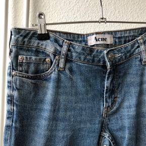 Fine Acne jeans i str 30/32 - svarer ca til en m Nærmest ikke brugt  Nypris 1000,00 DKK  Se også mine andre annoncer 😊