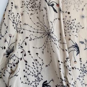 Fin tunika med det smukkeste mønster