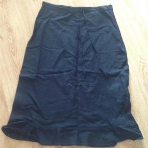 Brand: Share Varetype: Sort nederdel  #RydUdfordringen Farve: Sort  #RydUdfordringen