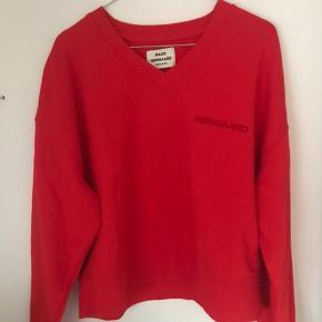 Rød Mads Nørgaard sweatshirt i str. M Aldrig brugt! Spørg endelig for info eller flere billeder💞