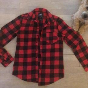 Varetype: Skjorte Størrelse: L Farve: Sort Prisen angivet er inklusiv forsendelse.