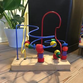 """Meget gammel kids wood legetøjs ting, 2 af """"klodserne"""" hænger sammen:( men ellers kører de fint osv.Kun til afhentning:)"""