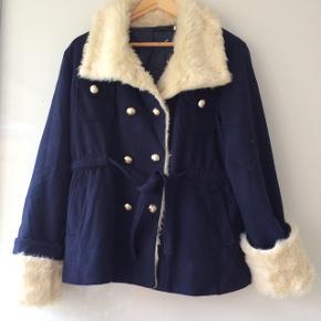 Flot jakke / fake fur / længde ca. 67 cm / brystmål ca. 2 x 56 cm