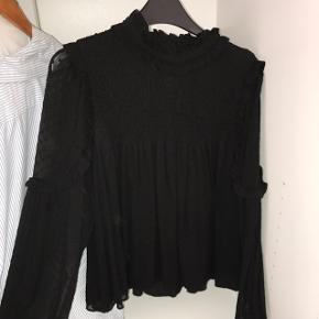 Top fra Zara som jeg aldrig får brugt, sælger for 100kr eks fragt med det samme :-)