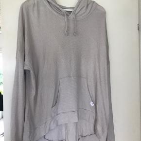 Lys beige meget blød og lækker tynd sweatshirt med lille hætte fra Victoria secret supermodel essentials