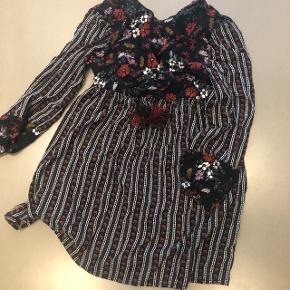 Kjole fra Zara. Byd, 6710