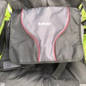 Lækker computertaske fra fra Hi Tech. Rigtig god kvalitet. Har aldrig fået den brugt, så den fremstår som ny.