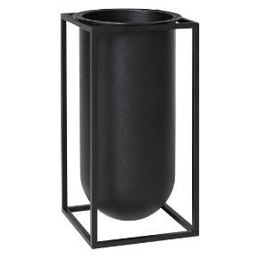 Sort Lolo vase fra bylassen 24cm høj. Kun stået til pynt med tørrede grene. Nypris 1099,-