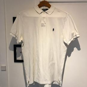 Hvid Polo Ralph Lauren polo, slim fit str. L. Opr. pris: 699,-  Pris: 140,-