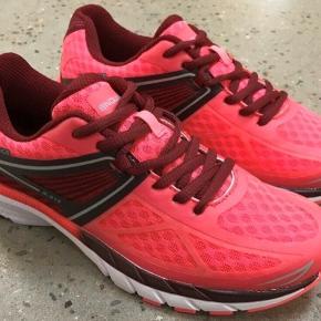Helt nye sneakers / løbesko fra Endurance i str. 41.   Pink / rosa / bordeaux