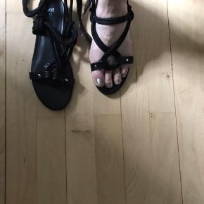 Rigtig smarte sandaler  Str 40  Aldrig brugt  Mp 150pp