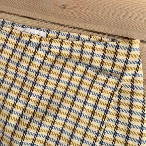 Sød ternet nederdel fra samsøe samsøe. Aldrig brugt og derfor god stand 💛