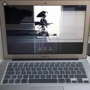 Står du med en Macbook  .som er vandskadet eller  som ikke vil starte, skærmen er smadret eller noget helt tredje, så må du meget gerne lægge en besked.   De MacBooks som jeg helst søger er Macbook Pro og MacBook Air som ikke er ældre end fra 2010 og op efter  Køber også defekte iPhones som er fra defekte til helt ødelagte. De iPhone jeg søger skal være fra 6s op til iphone 8   Ser fram til at høre fra dig.  Bedste hilsner /Dina