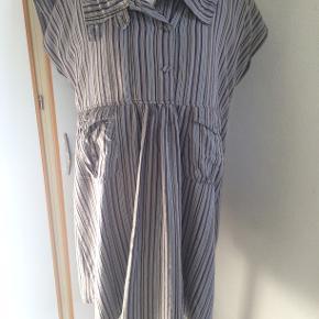 Masai kjole eller tunika. Bm 62 x 2 og læ 87 cm.